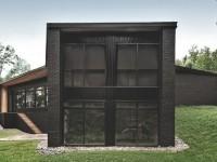 La maison Écran de l'architecte québécois Alain Carle se distingue par son revêtement extérieur sobre