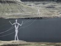 Un projet de pylônes électriques en forme de silhouettes humaines