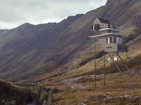 Projet d'une maison perchée munie d'une éolienne en Écosse