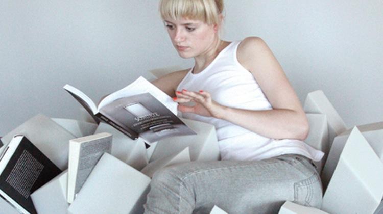 le fauteuil parfait pour lire pendant des heures et des heures joli joli design. Black Bedroom Furniture Sets. Home Design Ideas