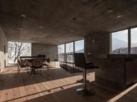 La L House – Une mystérieuse maison qui met de l'avant la texture du béton