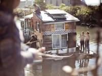 La Jerko Houseboat – Une maison écologique qui circule sur le Canal de Brooklyn