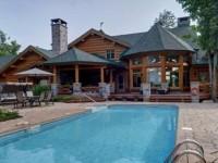 Une impressionnante maison en bois rond de 4,5 millions $ à vendre dans la région de Québec
