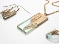 Des magnifiques bijoux faits de bois d'érable et de résine naturelle