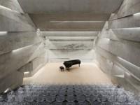 Une salle de concert exceptionnelle mettant en valeur l'aspect brut du béton