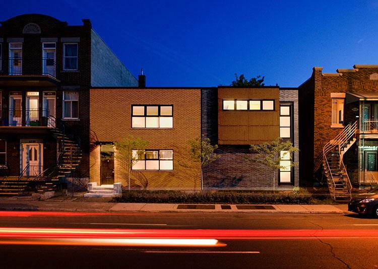 la maison en u situ e montr al est tout simplement magnifique avec sa cour int rieure qui. Black Bedroom Furniture Sets. Home Design Ideas