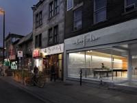 La Pâtisserie à la Folie à Montréal offre un design intérieur sobre laissant la place à l'explosion de couleurs de leurs créations
