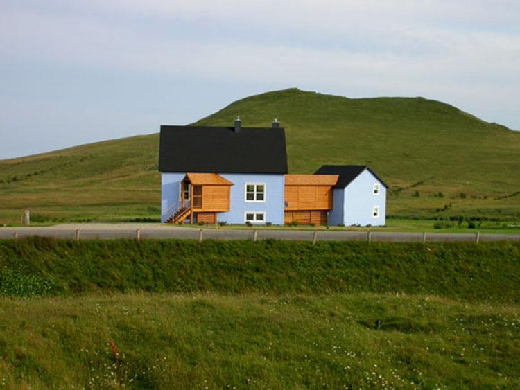 Agrandir une charmante maison bleu craie sans briser le for Agrandir la maison
