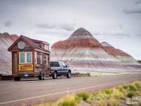 Ils ont quitté leur emploi, construit une petite maison mobile et pris la route pour vivre le plus beau road trip
