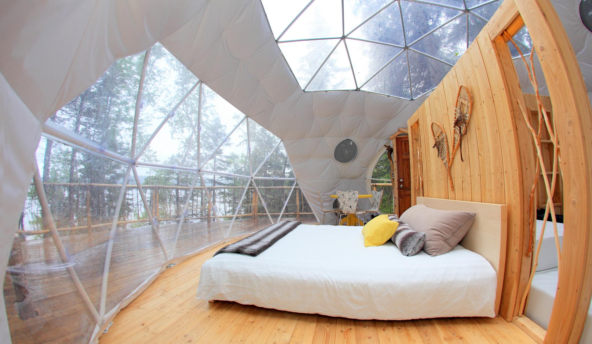 dormir dans un splendide d me et admirer le fjord du saguenay joli joli design. Black Bedroom Furniture Sets. Home Design Ideas