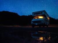 Voyager en regardant les photos du photographe Kevin Millet