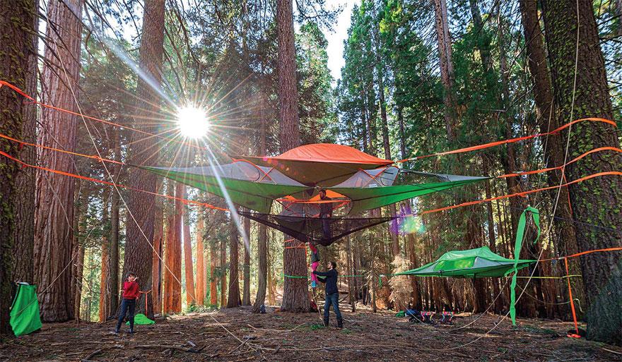trilogy une tente suspendue qui peut accueillir 6 personnes dans 3 zones s par es pour votre. Black Bedroom Furniture Sets. Home Design Ideas