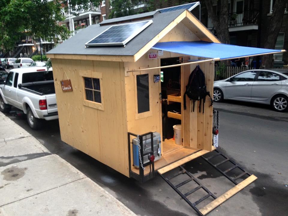 Il vit dans une mini maison dans les rues de montr al for Mini maison design