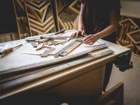 L'artiste ébéniste Virginie Laliberté offre franchement de splendides tableaux mettant en valeur le bois