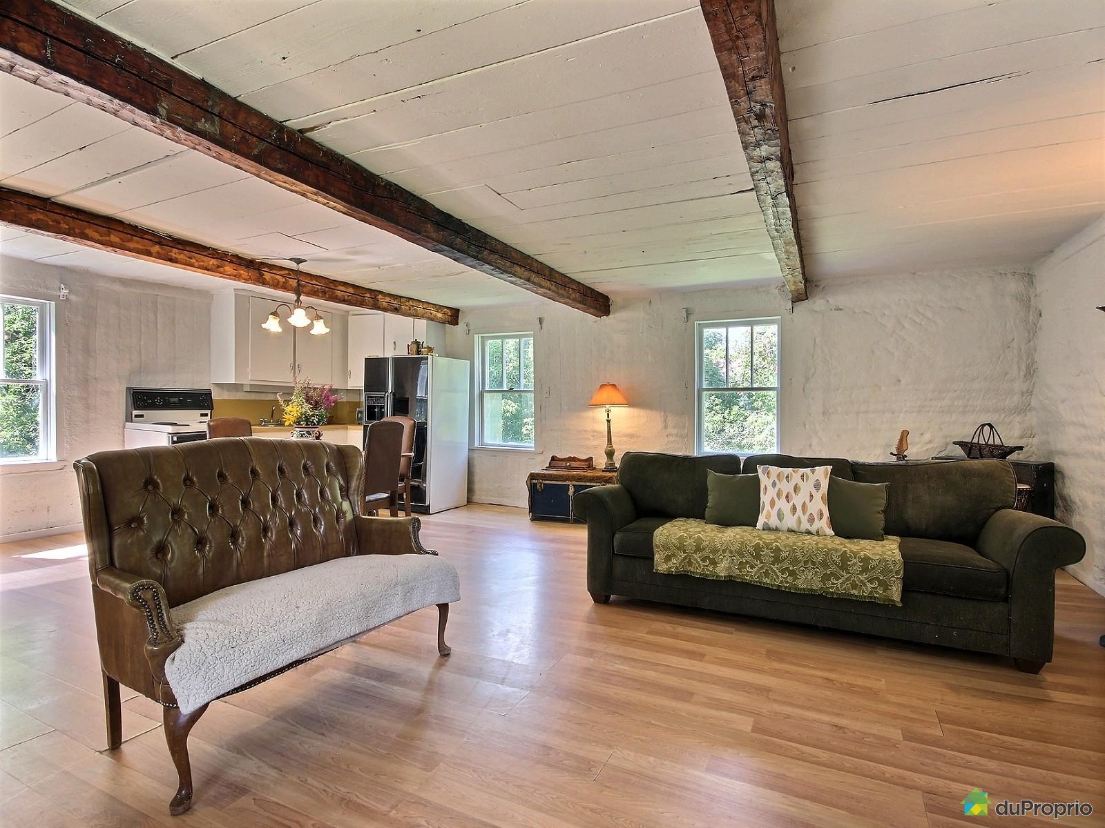une charmante petite maison de campagne dans la ville de st ours au qu bec joli joli design. Black Bedroom Furniture Sets. Home Design Ideas