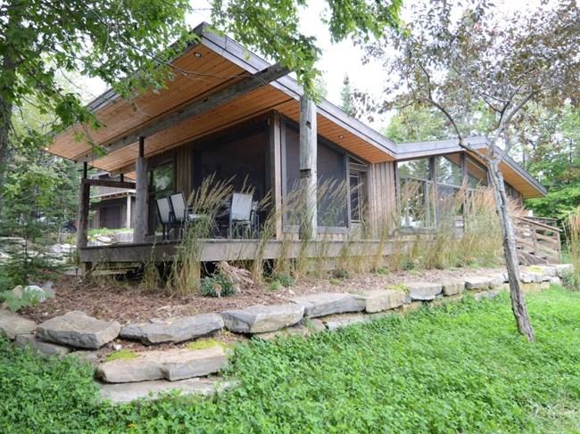 Une tr s belle r sidence rustique pr s du lac archambault - Tres belle maison rustique cotiere californie ...
