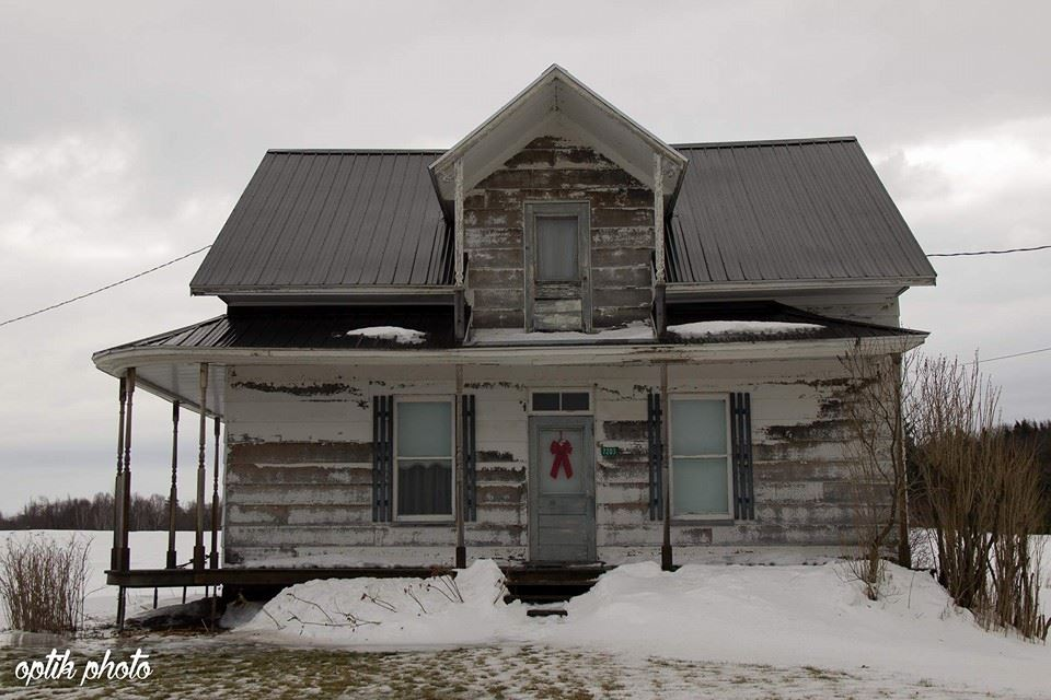 Une page facebook r pertorie les maisons abandonn es du qu bec joli joli design - La maison du hamac quebec ...