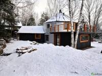 Une maison comportant un  silo à grain dans son bâtiment est à vendre à St-Ferréol-les-Neiges