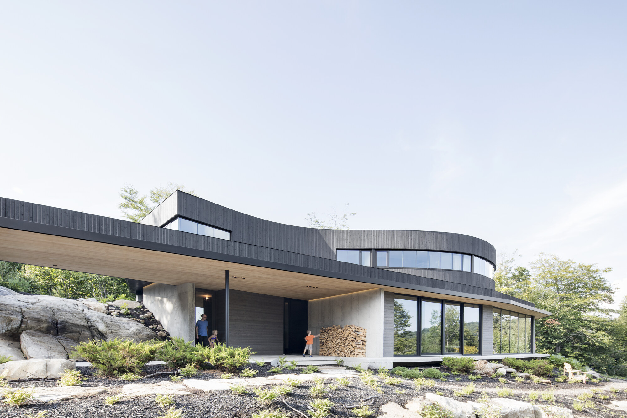 Chef d uvre d architecture leed dans les laurentides for Award winning house plans 2015