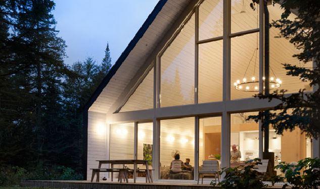 Un chalet d architecte au plafond cath drale fait r ver for Design d interieur lanaudiere