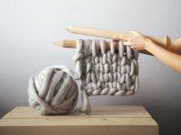 Coup de coeur cocooning: les écharpes et couvertures surdimensionnées en laine mérinos!