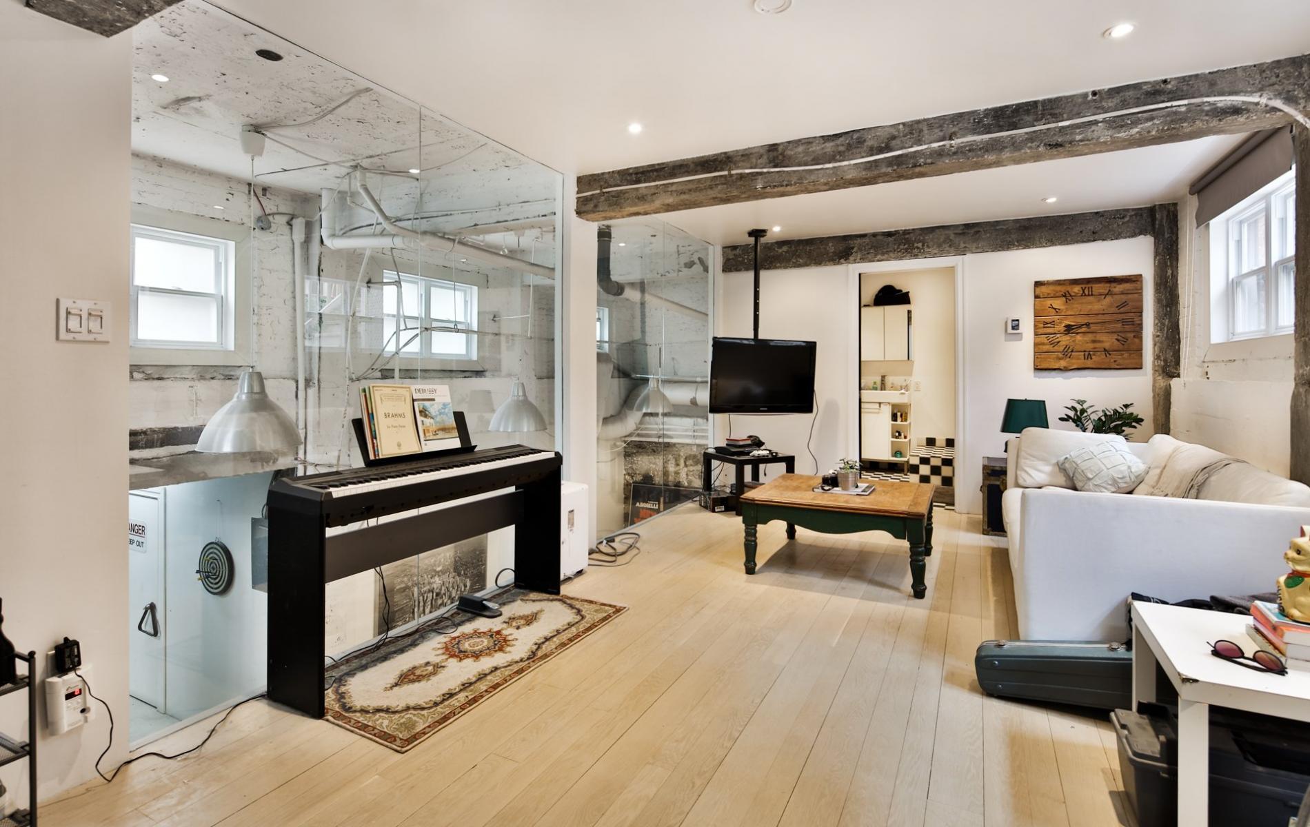 Cette petite maison vendre sur le plateau mont royal est parfaite pour l artiste qui se cache for Decoration petite maison