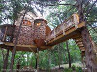 Découvrez de véritables maisons dans les arbres qui sont vraiment à un autre niveau!