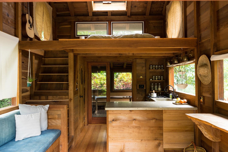 Une mini maison de r ve construite sur une ferme de papaye for Mini maison design