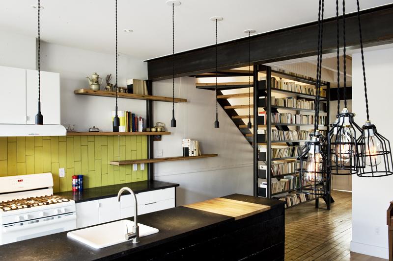 une biblioth que garde corps pour ces amateurs d histoires et de rangement ergonomique joli. Black Bedroom Furniture Sets. Home Design Ideas