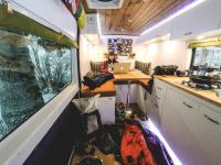 Vie sur 4 roues : La caravane de rêve de Thomas Woodson