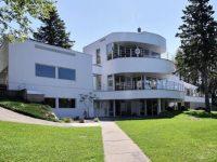 Cette incroyablement grande maison est à vendre à St-Gédéon