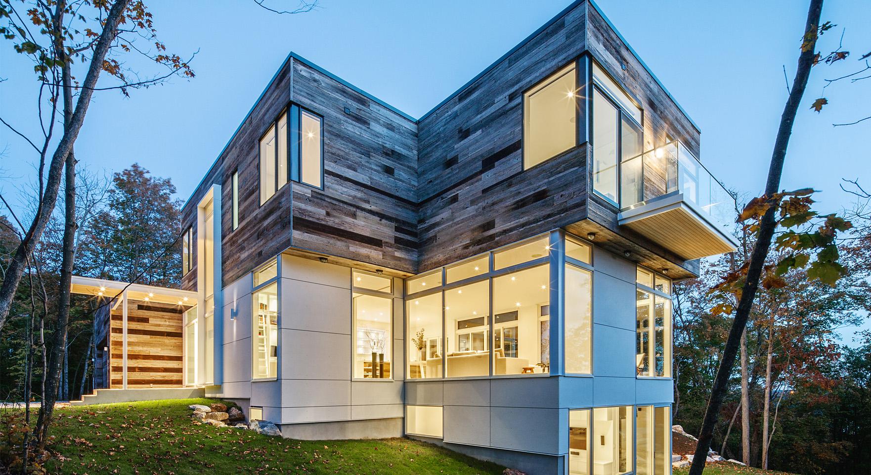 Cette impressionnante maison au design moderne se situe à Cantley au ...