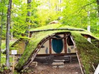 Séjournez dans une jolie maison de hobbit en pleine forêt au Québec