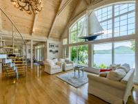 Magnifique villa au plafond cathédrale à louer cet été sur Airbnb à Ogden au Québec