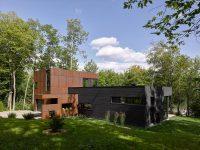 La maison du Lac Charlebois – une résidence en L pensée par Paul Bernier