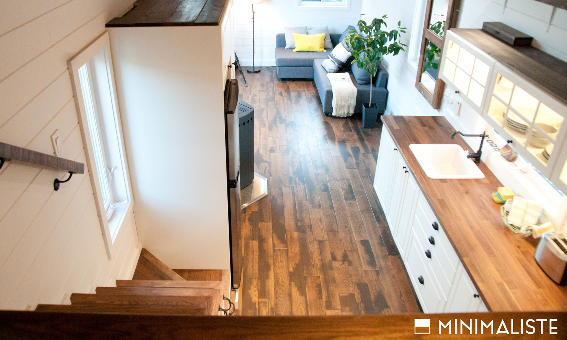 Le ch ne une jolie mini maison sur roues par l for Micromaisons minimaliste