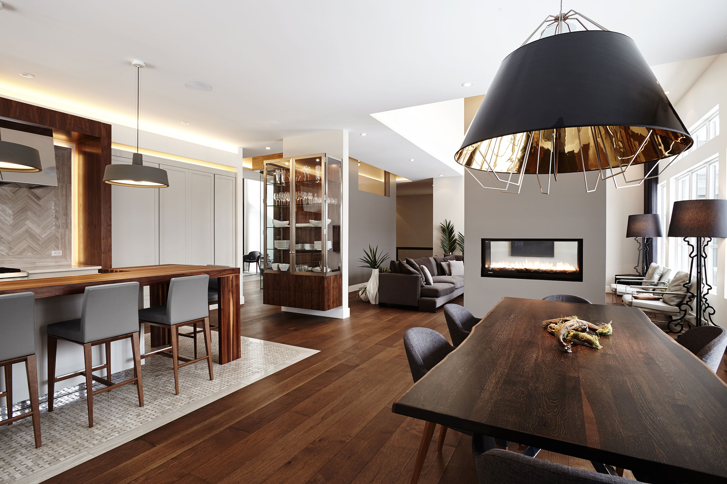 Une nouvelle maison unifamiliale situ e au bas de la for Www nouvelle maison design com