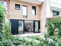 Une impressionnante transformation d'un « cottage » deux étages sur la rue Alexandra à Montréal