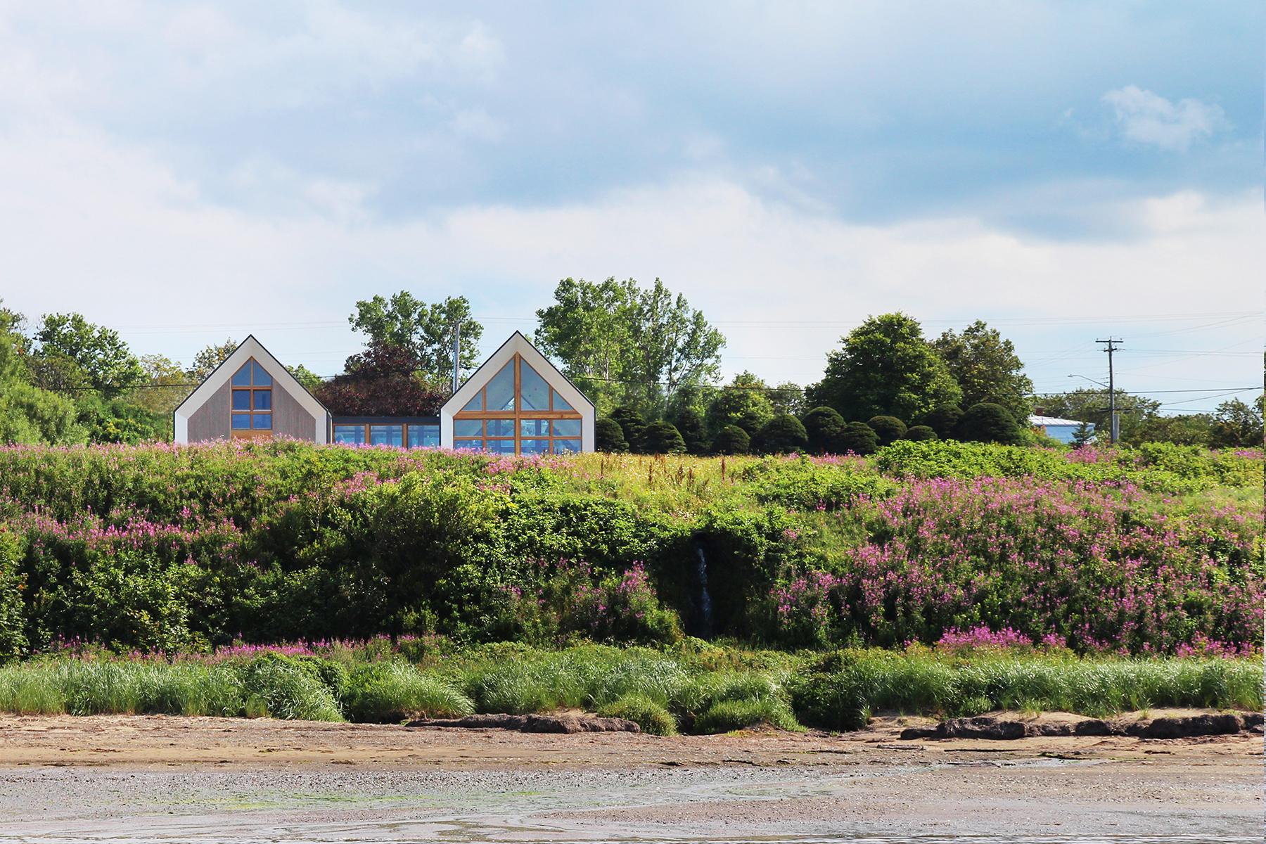 Les jumelles de splendides maisons de vacances dans la for Architecture quebecoise