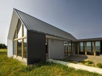 Les Jumelles : De splendides maisons de vacances dans la Baie-des-Chaleurs par YH2 Architecture