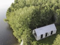À couper le souffle : La maison de la firme YH2 sur le bord du lac en Mauricie