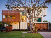 Il construit une maison de rêve à l'aide de 31 conteneurs industriels