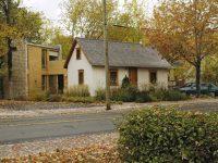 Cette jolie maison centenaire a été transformée en studio pour un écrivain par l'Atelier Pierre Thibault