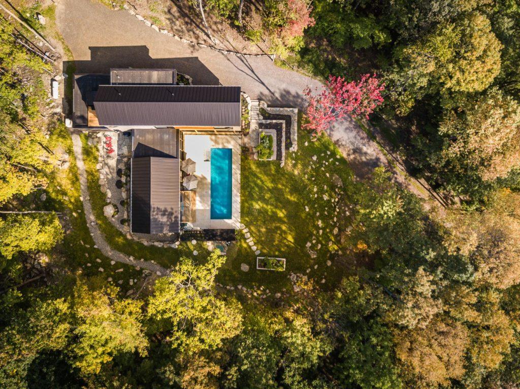 cette maison vendre nous donne le go t de d m nager bromont joli joli design. Black Bedroom Furniture Sets. Home Design Ideas