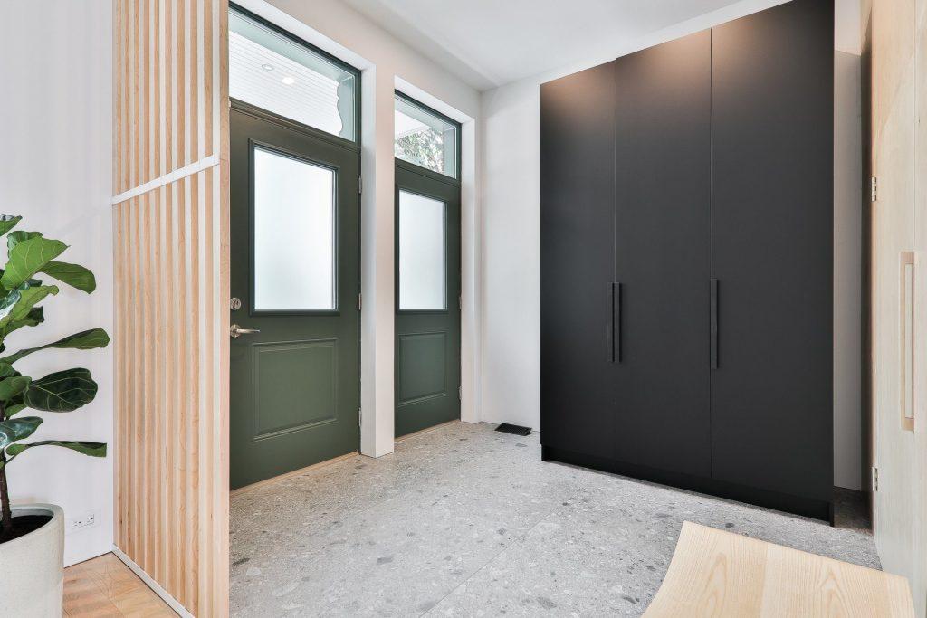 Grande Maison Contemporaine Du Plateau Mont Royal Completement Renovee Avec L Ajout D Un Agrandissement A L Arriere Joli Joli Design